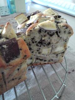 黒ごまたっぷりバナナとはサツマイモのパウンドケーキ